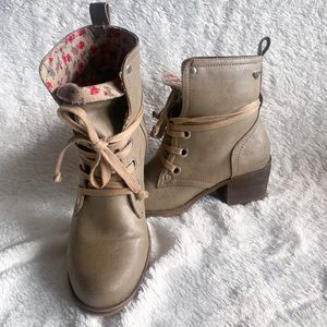 Roxy tan Edie combat boot floral lining size 6